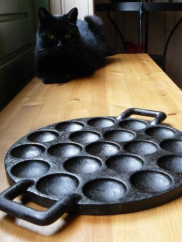 Poffertjespan (plus kitty)