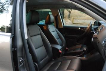 2010 VW Tiguan interior