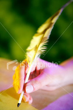 ist2_4172943-feather-pen-in-a-hand