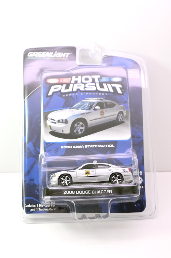 greenlight hot pursuit iowa state trooper 2008 dodge charger (1)