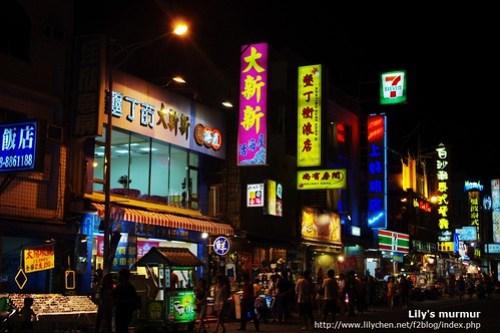 週日夜晚的墾丁大街,一樣有著很多旅館跟旅客。