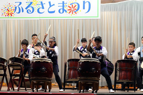 Kids' taiko group performance