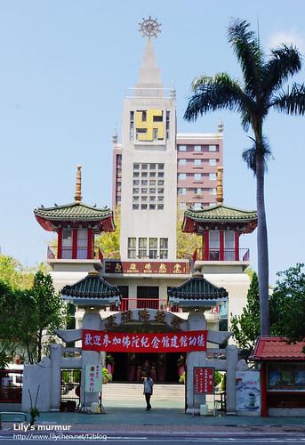 高雄佛教堂,教堂式的建築,但是佛教傳道場喔!