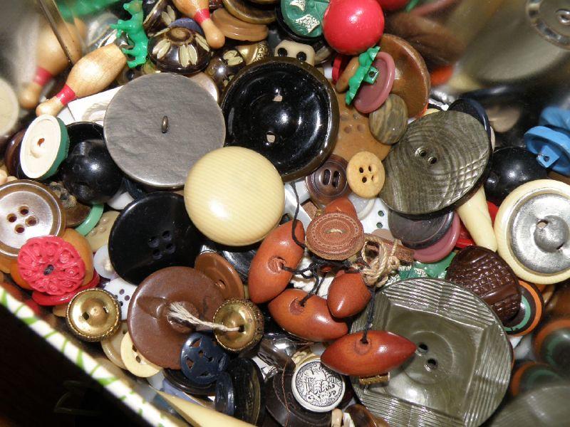 vintage buttons1