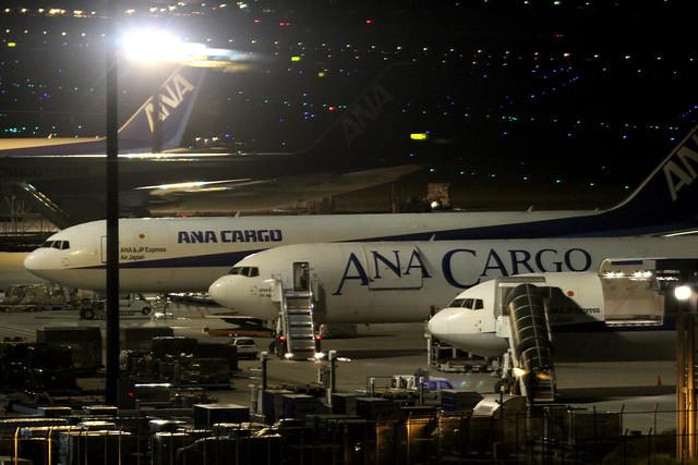 ANA B767-300F(JA604F)