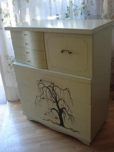 Green Weeping Willow Dresser side