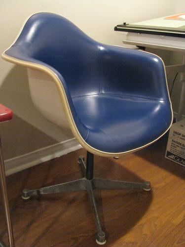 Herman Miller molded arm chair