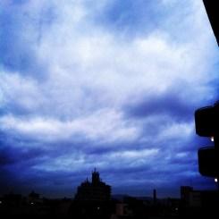 (^o^)ノ < おはよー! 今朝の大阪どんよりしてます。