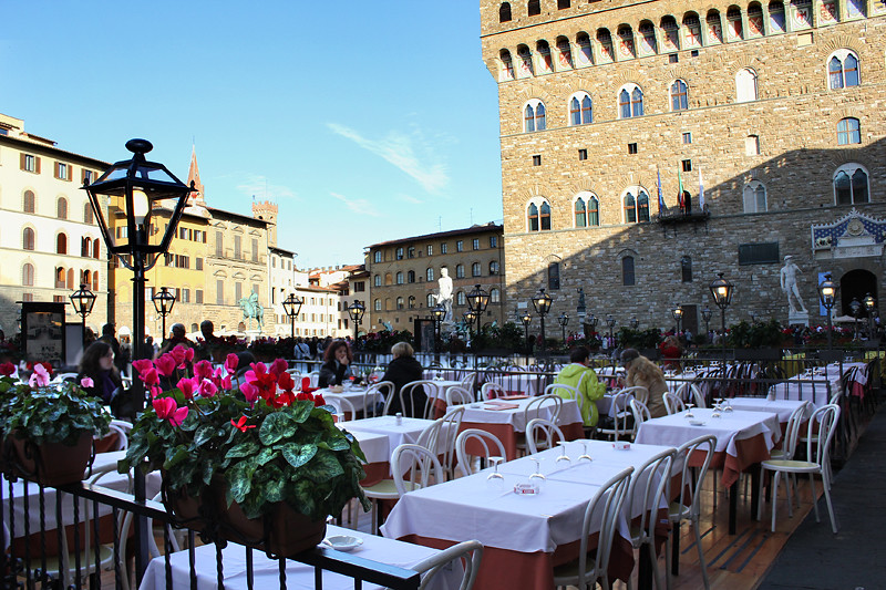 A restaurant in Piazza della Signoria