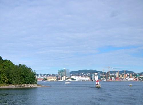 Opera_across_fjord