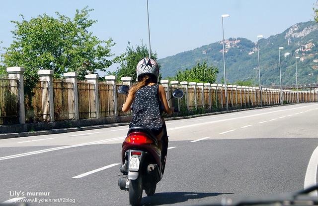 Trieste路上的金髮女騎士之一。背影感覺很美麗~