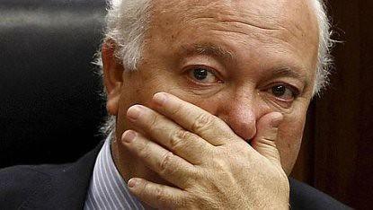 10j20 Moratinos llorando al conocer su destitución Foto Efe