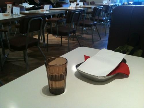 mid.のテーブル
