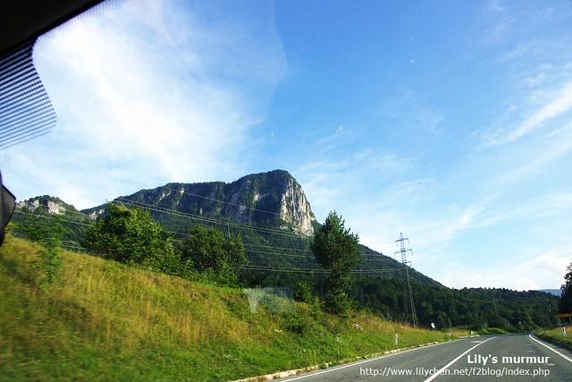 從尼的車上拍到的戶外風景,天藍的好美,遠山秀麗。