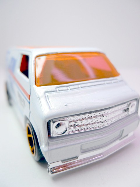 hws custom '77 dodge van wht (4)