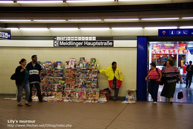 Meidling站內書報攤一景。