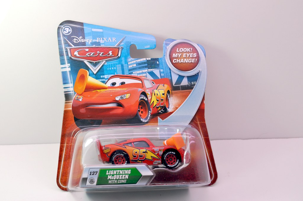 disney CARS Lenticular Lightning MCqueen with cone (1)