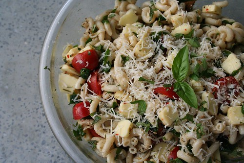 Pasta salad with arugula and raw milk cheese