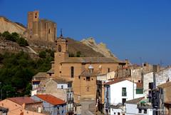 Caparroso, la iglesia parroquial de la Santa Fe y El Cristo al fondo