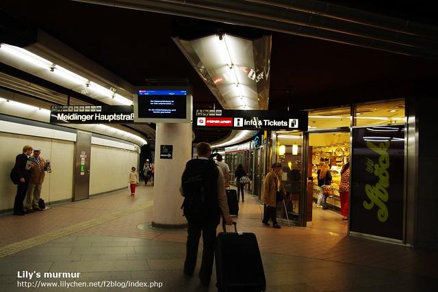 在Meidling背著個大背包,還幫我拖著行李箱的尼。