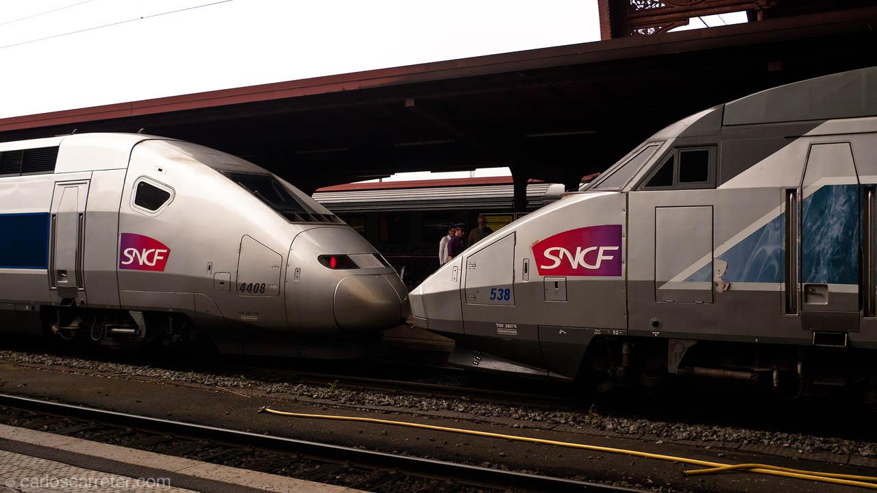 Dos ramas TGV de distinta generación