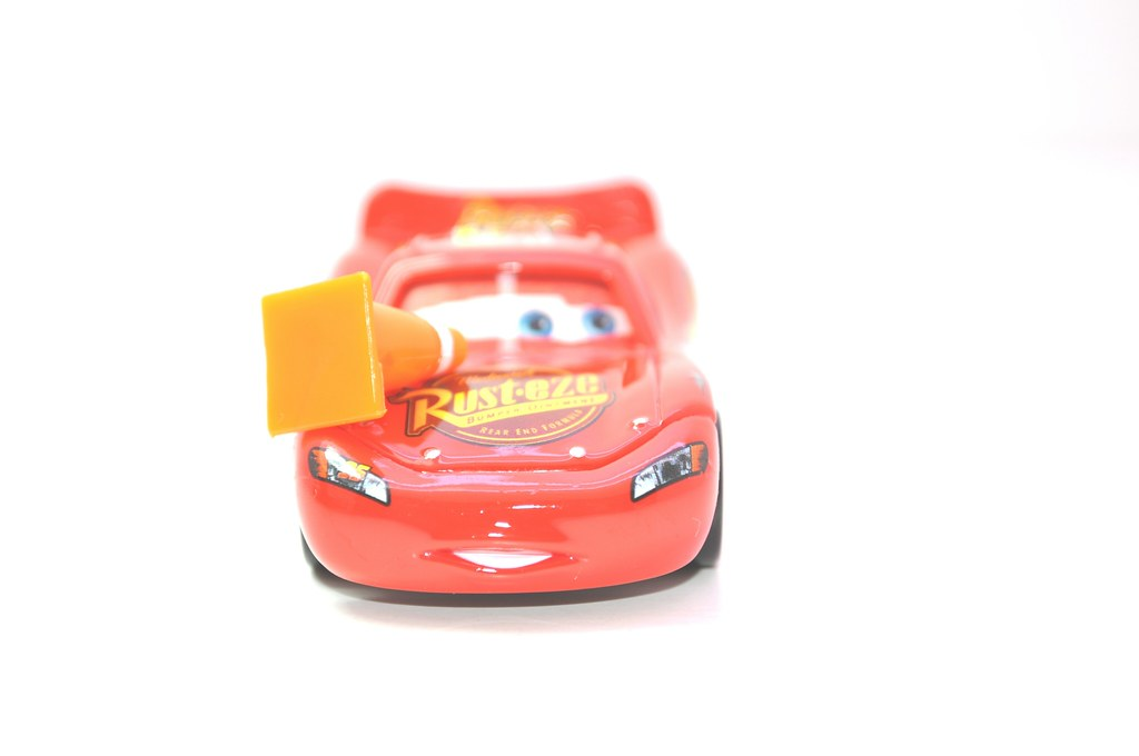 disney CARS Lenticular Lightning MCqueen with cone (4)