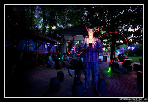 [FlickrMeet] Light painting: Evil Lumi