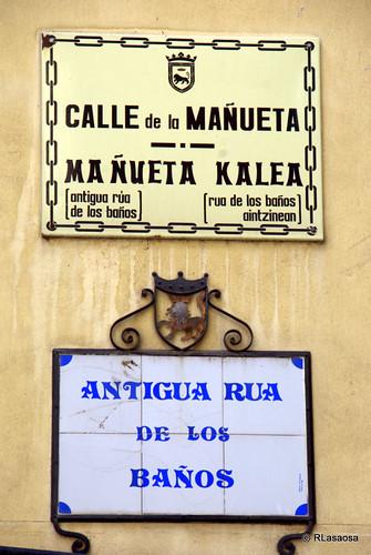 Letreros indicadores de la calle Mañueta, antigua rua de los Baños