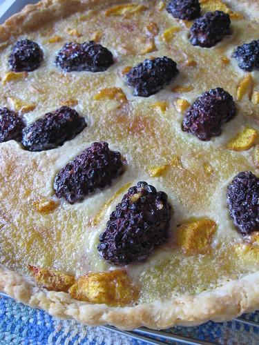 peach blackberry tart - closeup