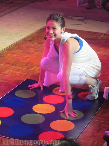 Anne Curtis playing twister