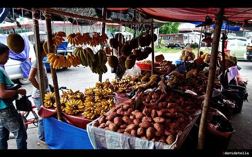 patatoes and bananas at tamu putatan.