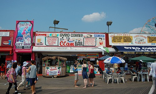 Lola Star Gift Shop and Gyro Corner. August 20, 2010. Photo © Mattron via flickr