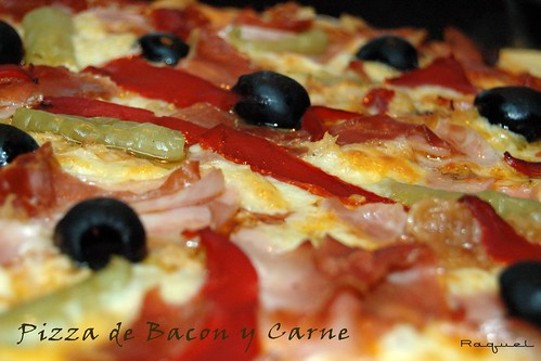 Pizza de bacon y carne