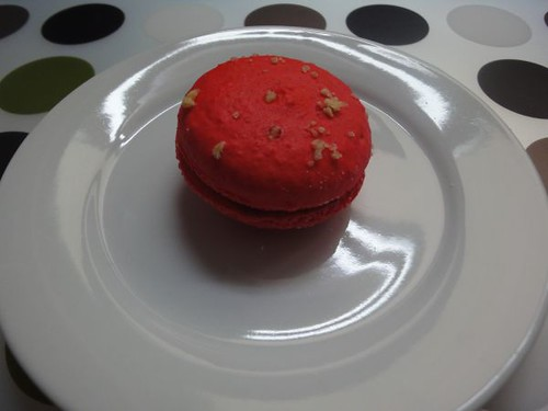 Rhubarb and apple crumble macaron