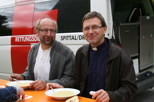 Unser neuer Pfarrer (rechts im Bild) war natürlich auch anwesend