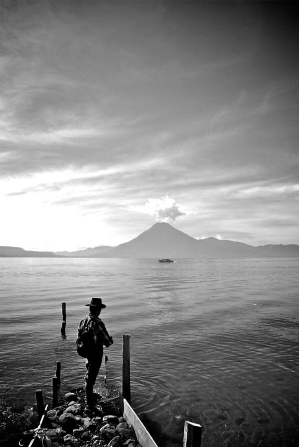 Pescando con volcán