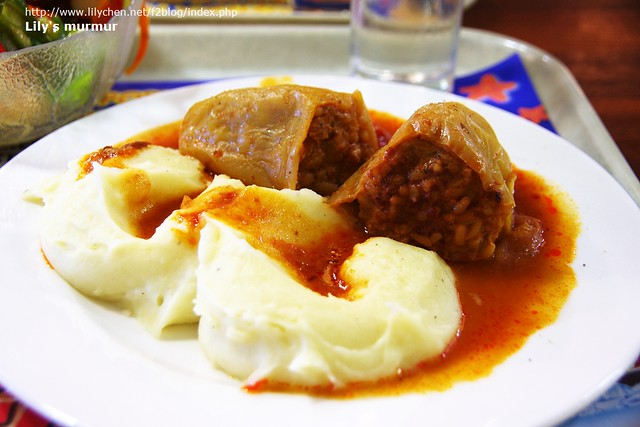 白椒鑲飯薯泥餐,我在這裡第一次看到白色青椒,很酷。後來尼媽有再做給我吃,尼媽做的好吃太多了。