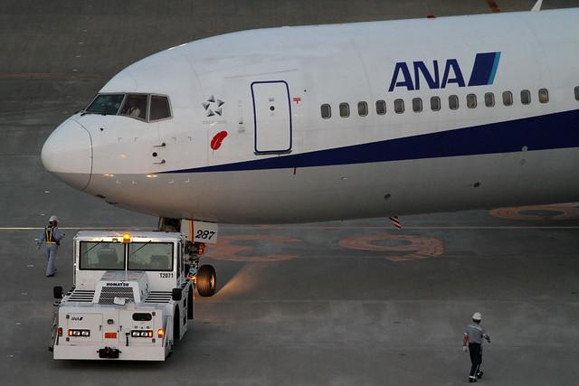 ANA B767-300(JA8287)