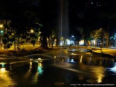 Visão geral de fonte em um dos lagos artificiais da Praça da República
