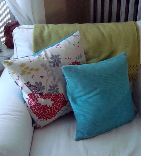 Why Are Throw Pillows So Expensive : Making Your Own Throw Pillows - The Humble Nest