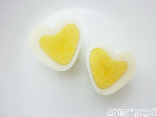 How make a heart shaped egg <3