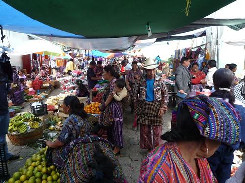 Trachten in allen Farben, Markt Solola