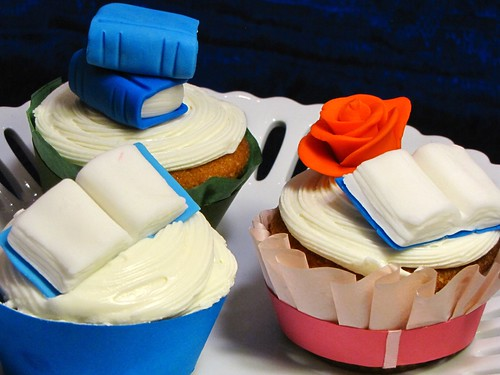 How To Make An Open Book Out Of Fondant