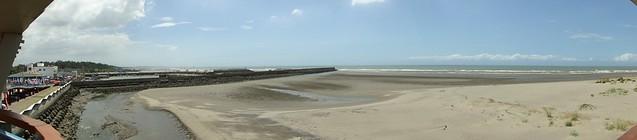 龍鳳漁港旁的沙灘