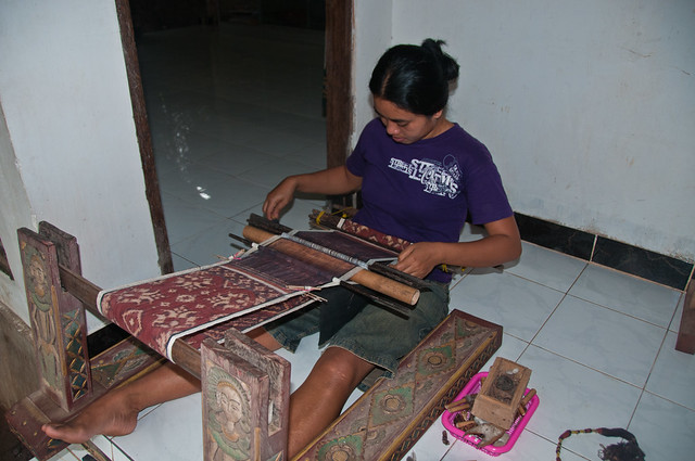 Weaving double Ikat or gringsing