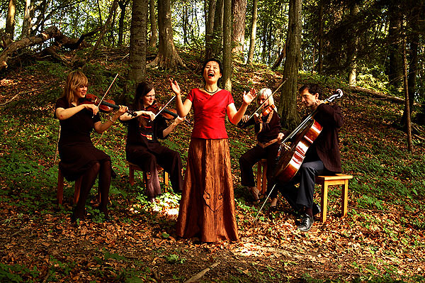 Gong Linna in the woods (picture via Gong Linna's official website)