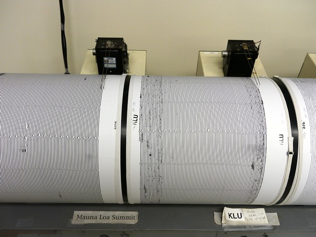 HVO Seismographs: Mauna Loa summit and Kilauea
