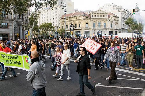 La marxa per la vaga general es fa gran