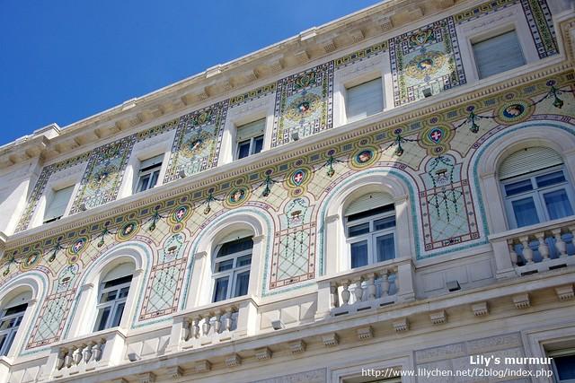 Trieste廣場旁的建築,牆上的裝飾真的美到翻掉。