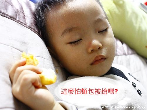 [V 1y6m]睡覺也要抓著麵包不放? @VIVIYU小世界